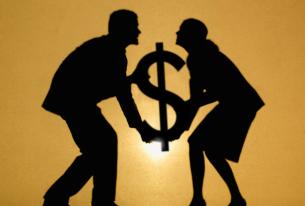 Moody's: 'US May Lose 'AAA' Credit Status'