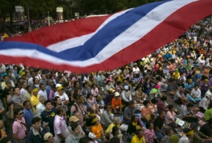 Deposed leader poised to return to Thailand