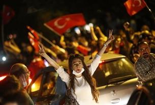 Turkey's Turmoil : The Fight for Democracy in Gezi Park