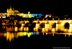 Obamas have a romantic dinner in Prague, Czech politicians dine alone.