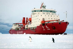 China's Xue Long icebreaker embarks on Arctic expedition