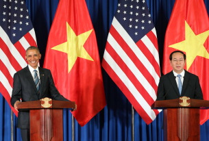 Obama Lifts Arms Embargo on Vietnam