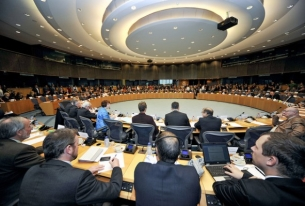 The EU's Human Rights and Democracy Promotion Strategy Introduced: first signs of strengths and weaknesses