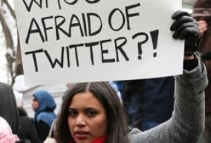 Keeping up with International Affairs – Tweeting or Fleeting