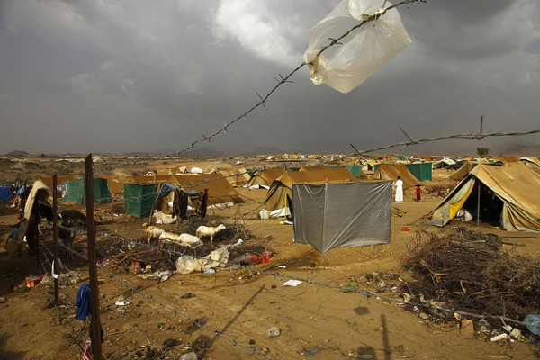 The U.N.-administered camp at Mazrak, northwest Yemen is now stretched beyond capacity after a Saudi military offensive against the Houthis starting early November uprooted a fresh wave of IDP families. (Photo credit: Hugh Macleod/IRIN)
