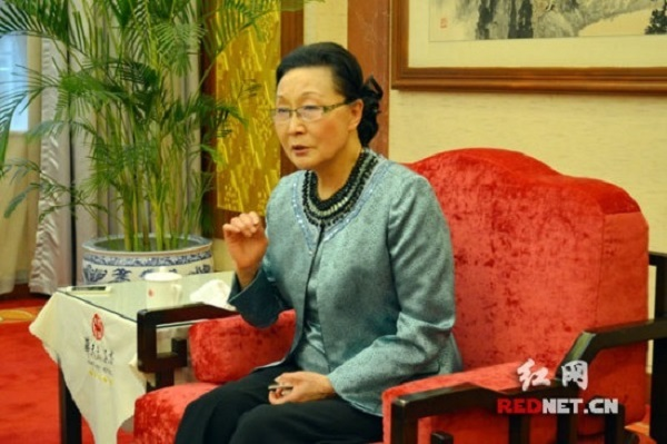 Florence Fang interviewed by Chinese Communist Party media , 2015 (RedNet).