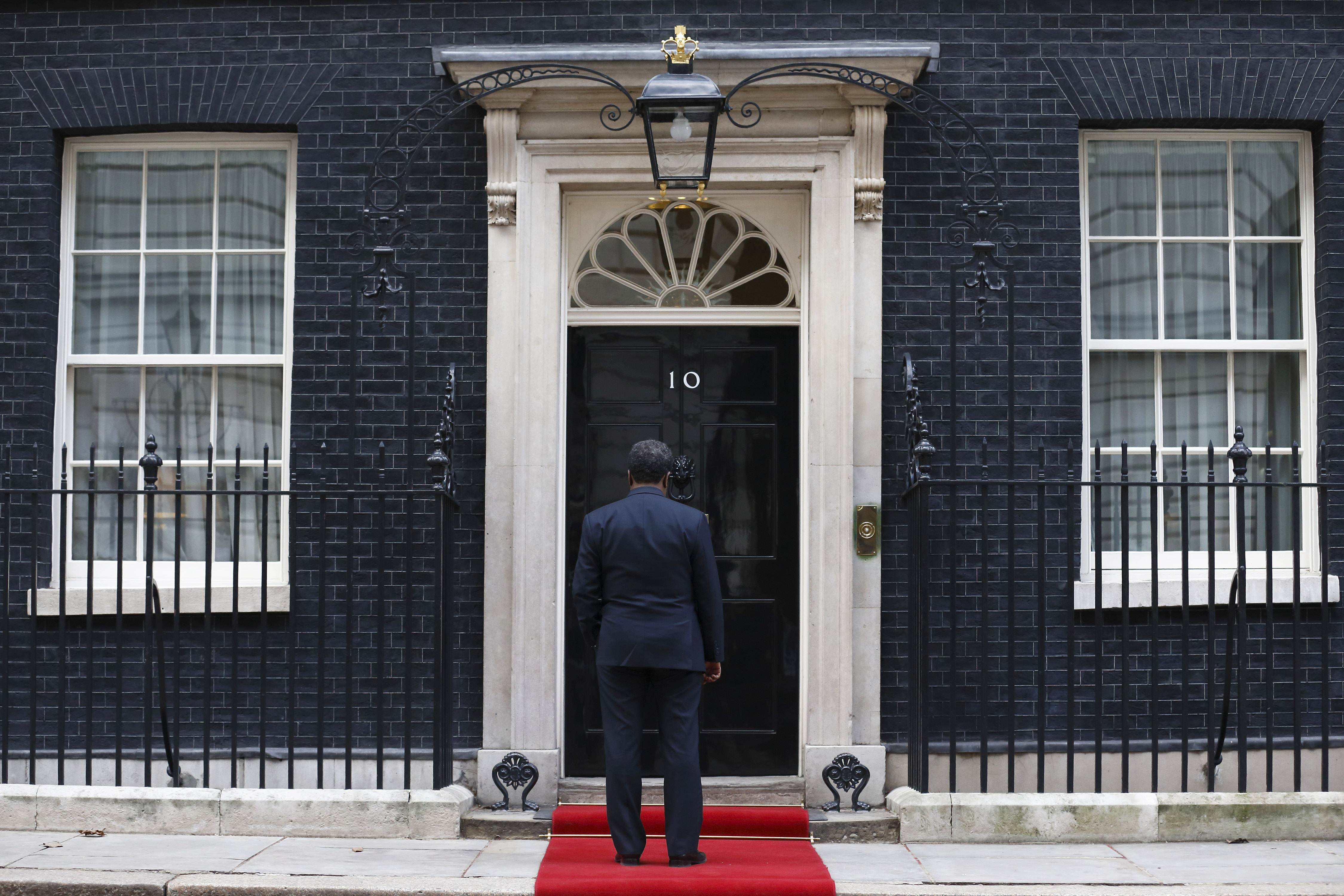 TOPSHOTS Somali President Hassan Sheikh Mohamud waits outside the door of 10 Downing Street in London, on February 4, 2013, as he arrives for a meeting with British Prime Minister David Cameron. AFP PHOTO / JUSTIN TALLIS