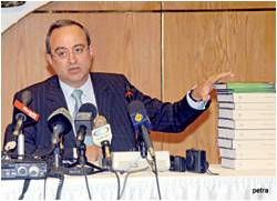 Former Deputy Prime Minister of Jordan, Marwan Muasher, announcing, back in 2005, Jordan's National Agenda of 2007-2017 (Image Source: Petra News Agency of Jordan).