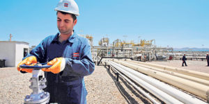A Kurdish man at an oil facility in northern Iraq (Photo: Turkey Tribune News via Flickr).