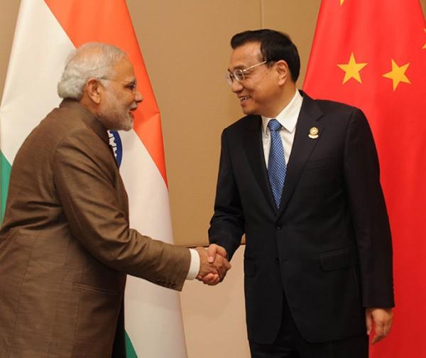 PM_Modi_and_Chinese_Premier_Li_Keqiang_at_Nay_Pyi_Taw,_Myanmar