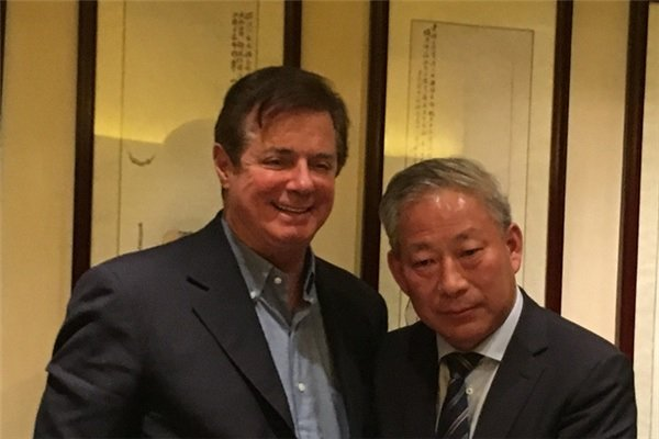 Paul Manafort meets with Yan Jiehe (China Pacific Construction Group; archive).