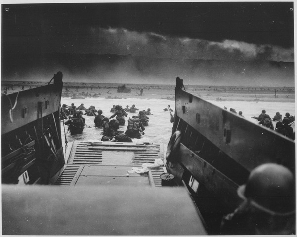 Photograph_of_the_Normandy_Invasion_-_NARA_-_513173