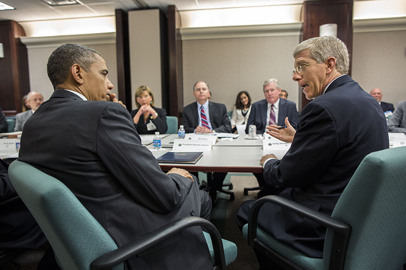 President_Barack_Obama_listens_to_Acting_Energy_Secretary_Daniel_B._Poneman