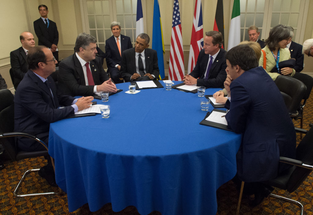 Secretary_Kerry_Joins_President_Obama_for_Meeting_With_Ukrainian_President_Poroshenko_Before_NATO_Summit_in_Wales_(14950820747)