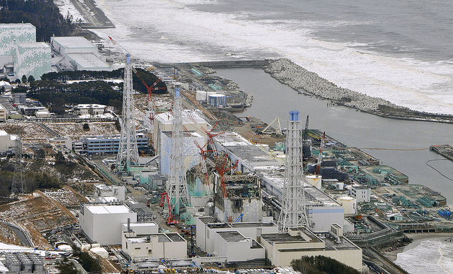 The ashes of the Fukushima Daiichi nuclear plant and workers still cleaning up the destruction (Photo: SimplyInfo via Flickr).