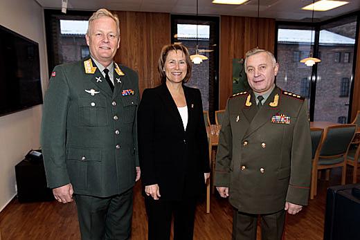 Fishing disputes don't hamper historic meeting between Norwegian and Russian defense chiefs
