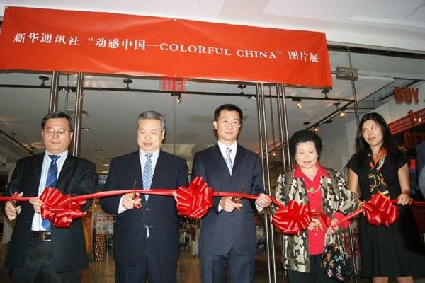 Zhu Lichuang (left), Peng Keyu (2nd from left), New York, 2009 (Sinovision)