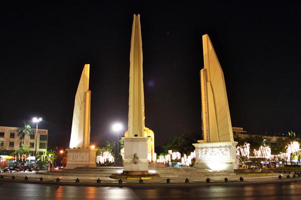 bangkok_democracy_monument