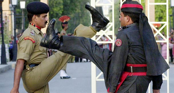 Indian and Pakistani soldiers at the Wagah border crossing. Source: Dawn.com