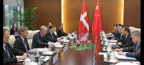 Danish and Chinese representatives meet in Beijing. Søvndal is third from L. (c) UM, Denmark in China.