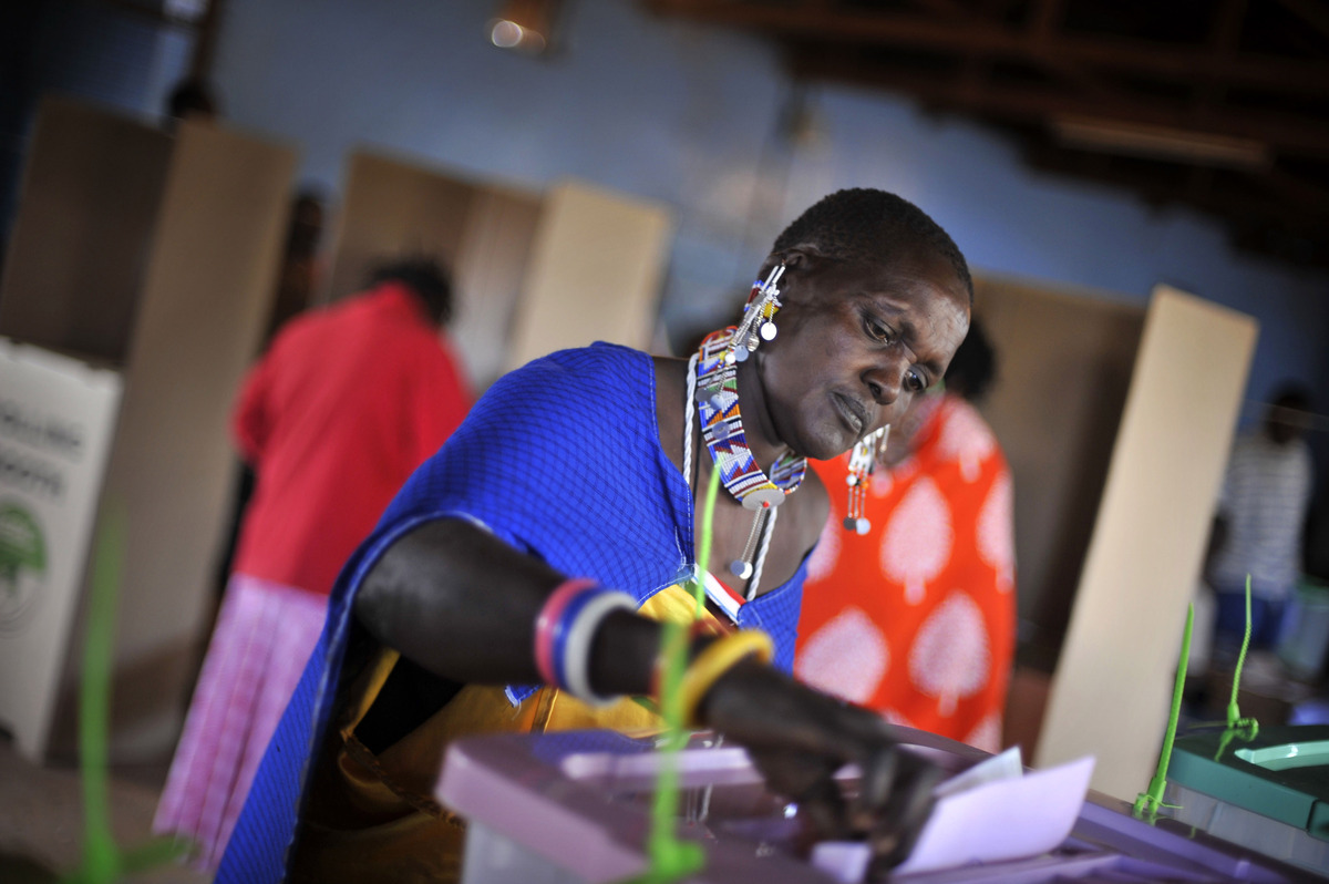 Woman casts vote in Kenya's election, March 4, 2013 (AP Photo/Riccardo Gangale)