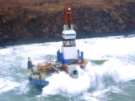 Shell's Kulluk rig grounded in Alaska. (c) Reuters