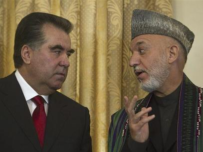 Afghan President Hamid Karzai (r) speaks with his Tajik counterpart Imomali Rakhmon in Kabul October 25, 2010 (Ahmad Masood / Reuters)