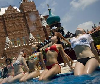 russian-sunbathers.JPG