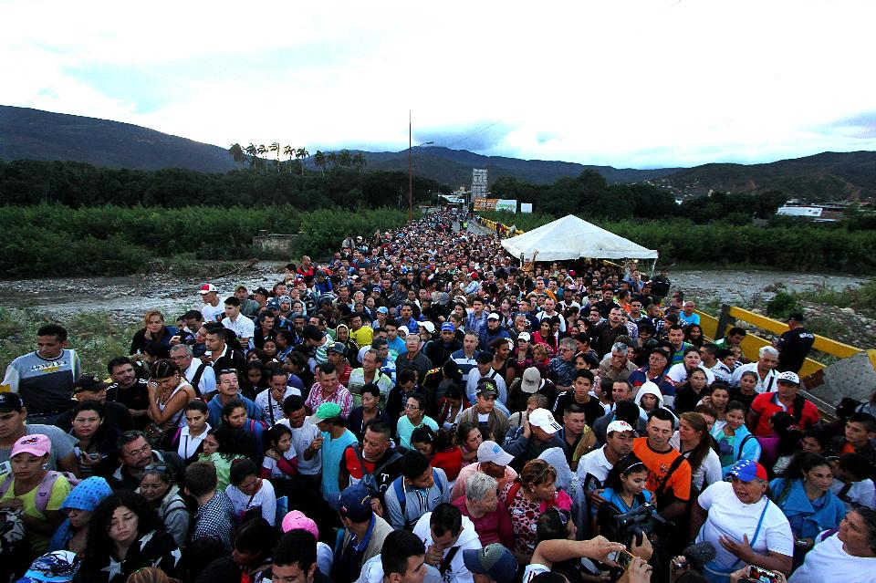 Hundreds of Venezuelans flood a border crossing with Colombia on July 17, 2016, seeking reasonably priced basic necessities. Borders had been closed by the government for nearly a year.