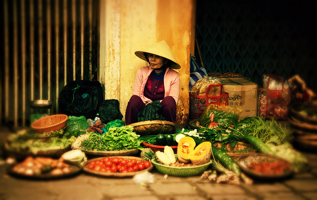 Vendor at a street market in Vietnam, courtesy Chris Goldberg/Flickr (CC BY-NC 2.0)