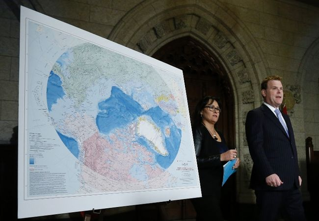 The map becoming the territory. FM John Baird and Minister of the Environment Leona Agglukaq stand in front of a map of the Arctic as Canada unfurls its continental shelf claims. © REUTERS/Chris Wattie.